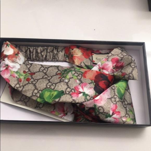 0d7fc5599b9 Gucci Accessories - GG Blooms print silk headband